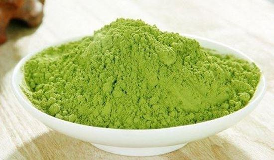 Trị mụn với bột trà xanh thiên nhiên